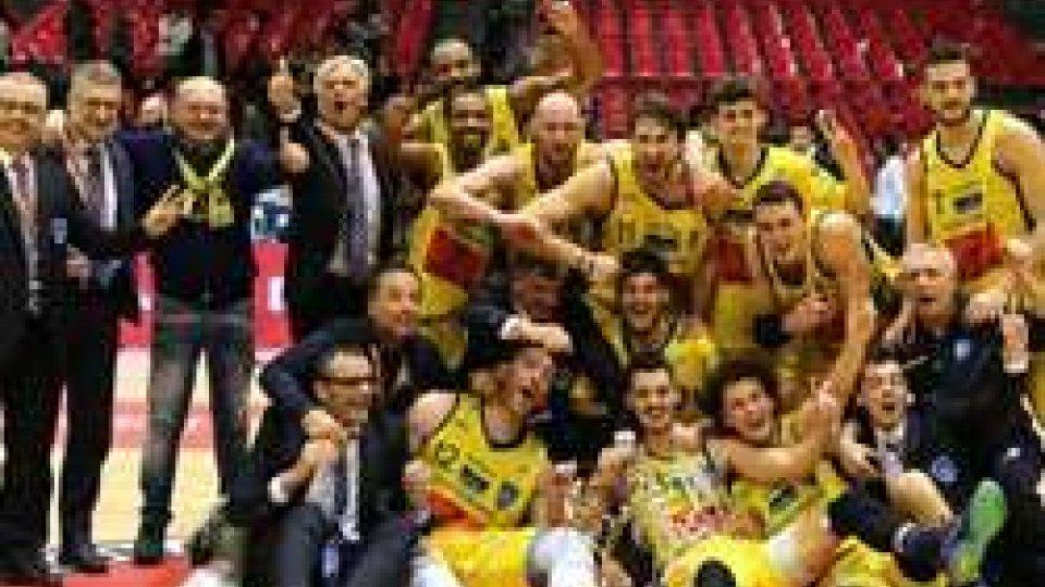 i festeggiamenti di Scafati, dopo aver vinto la finale IG Basket Cup 2016 di A2
