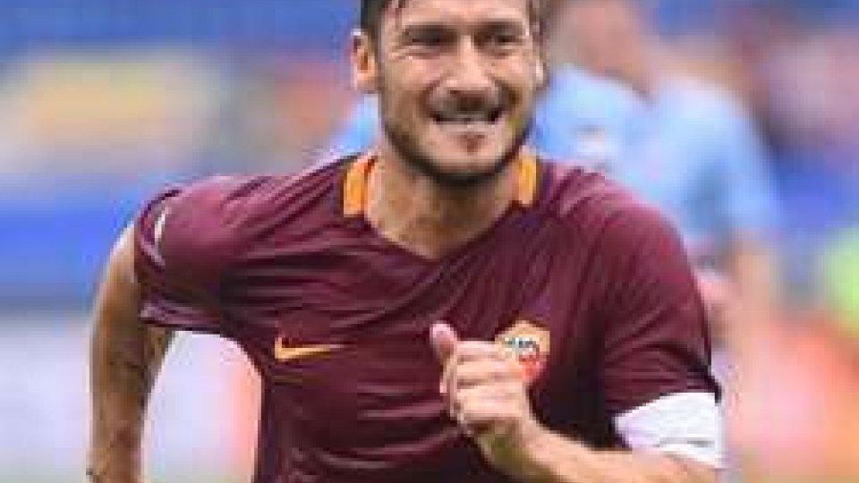 Totti festeggia 100 presenze in CoppaTotti festeggia 100 presenze in Coppa