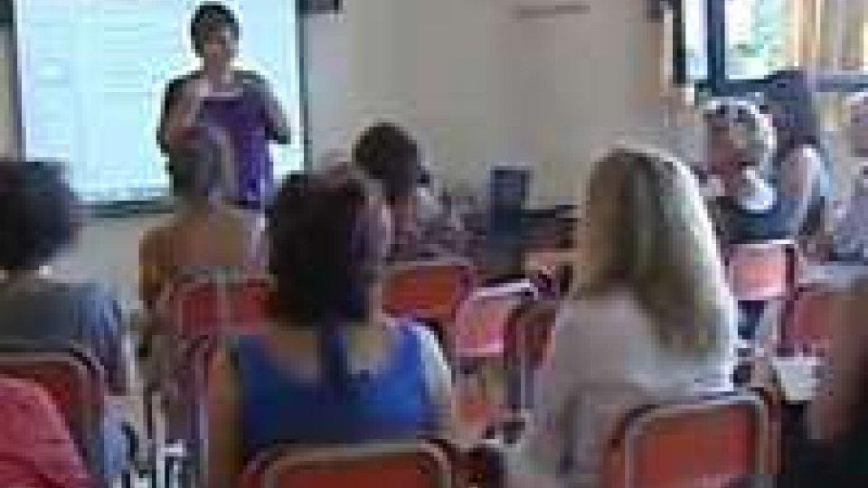 Gli insegnati della scuola elementare impegnati in corsi di formazioneGli insegnati della scuola elementare impegnati in corsi di formazione