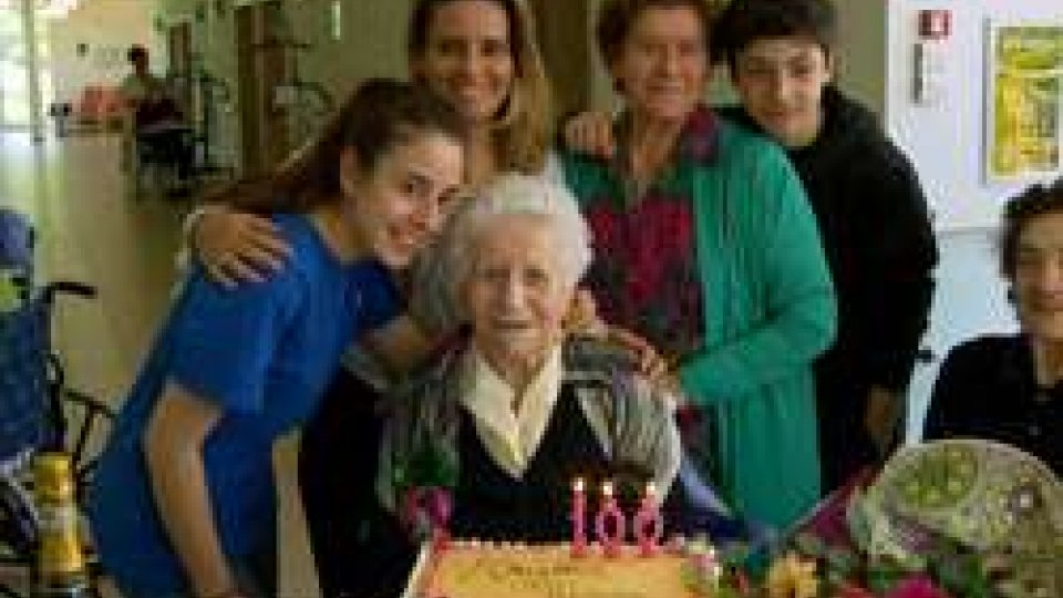Maria Zanotti festeggiata da parenti e amiciUna festa di compleanno speciale alla Fiorina: un lungo amore e tanta determinazione