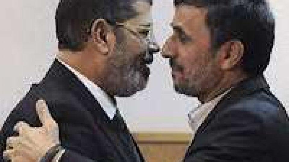 Ahmadinejad in visita in Egitto
