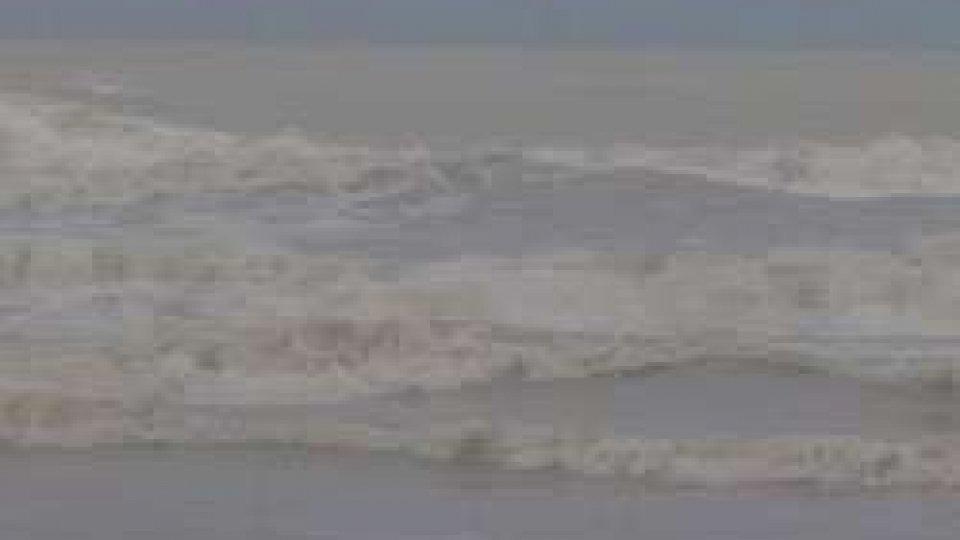 mare in burrasca a RiminiMareggiate in Riviera; a San Marino nessun danno significativo