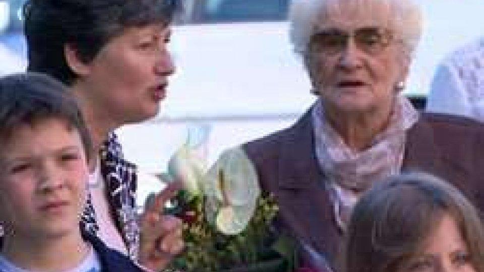 """Licia Stolfi: """"Una maestra lo è per sempre"""" ha detto ai bambini del Faro BiancoLicia Stolfi: """"Una maestra lo è per sempre"""" ha detto ai bambini del Faro Bianco"""