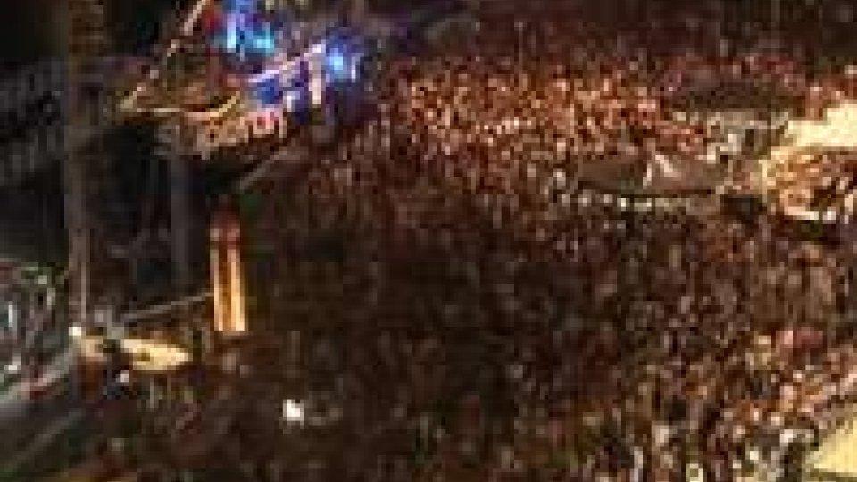 """Rimini: la """"consacrazione"""" della Molo Street Parade, superati i 200milaRimini: la """"consacrazione"""" della Molo Street Parade, superati i 200mila"""