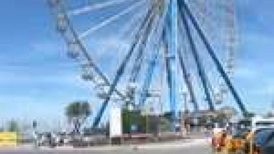 Rimini: primo giro della ruota panoramicaRimini: primo giro della ruota panoramica