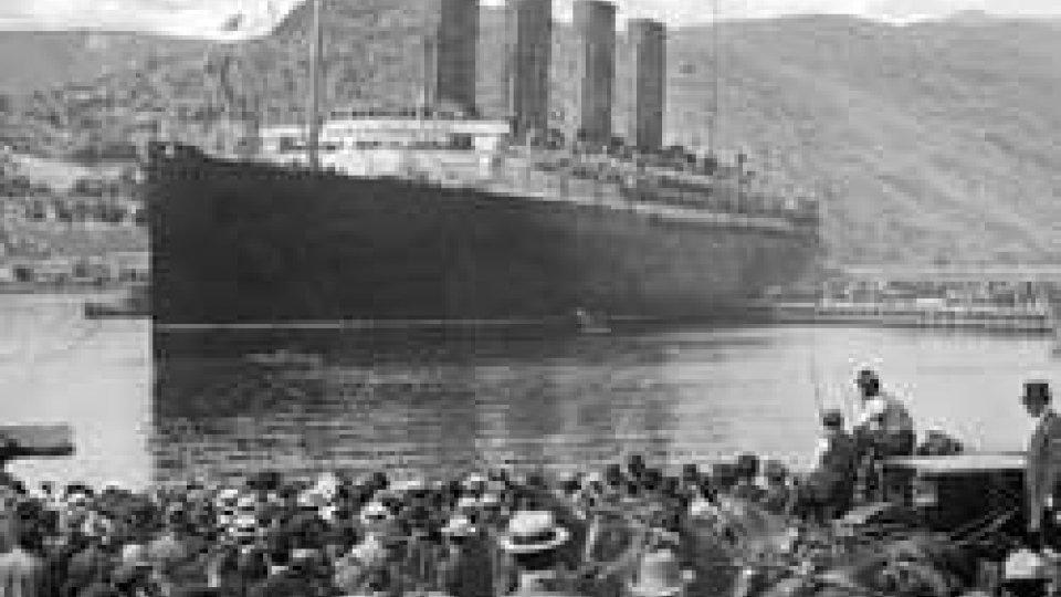 Il Titanic salpa per il viaggio inaugurale