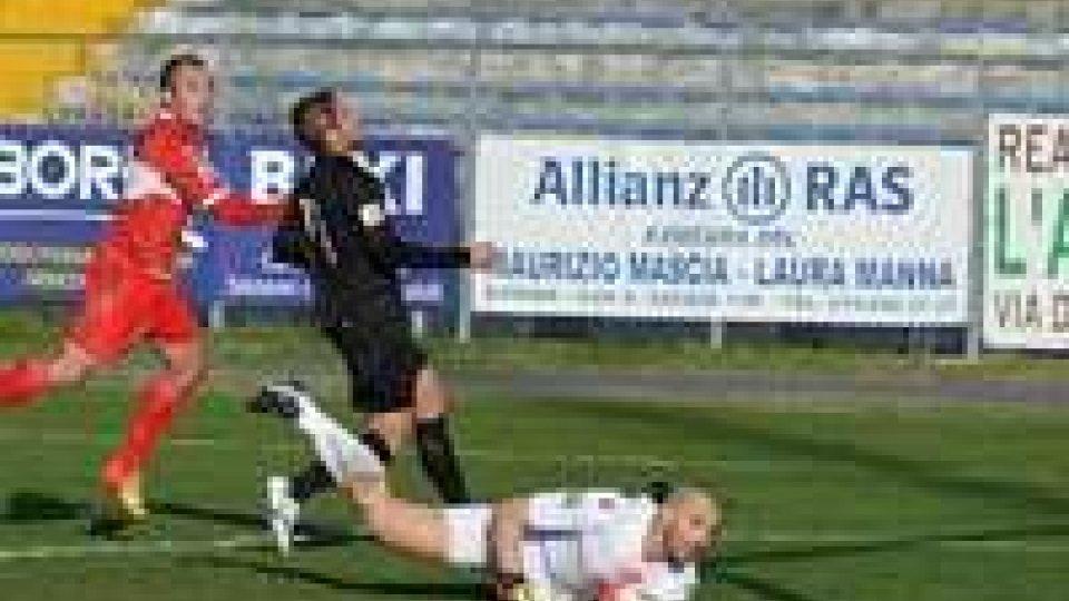 Il gol decisivo di De Martis, in Savona - Rimini 1-0.Romagnole gelate, il sole batte solo su Bellaria