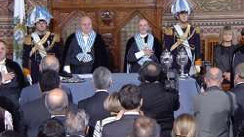 I Capitani Reggenti durante l'Inno NazionaleIl giorno della Reggenza: Marino Riccardi e Fabio Berardi salgono alla Suprema Magistratura