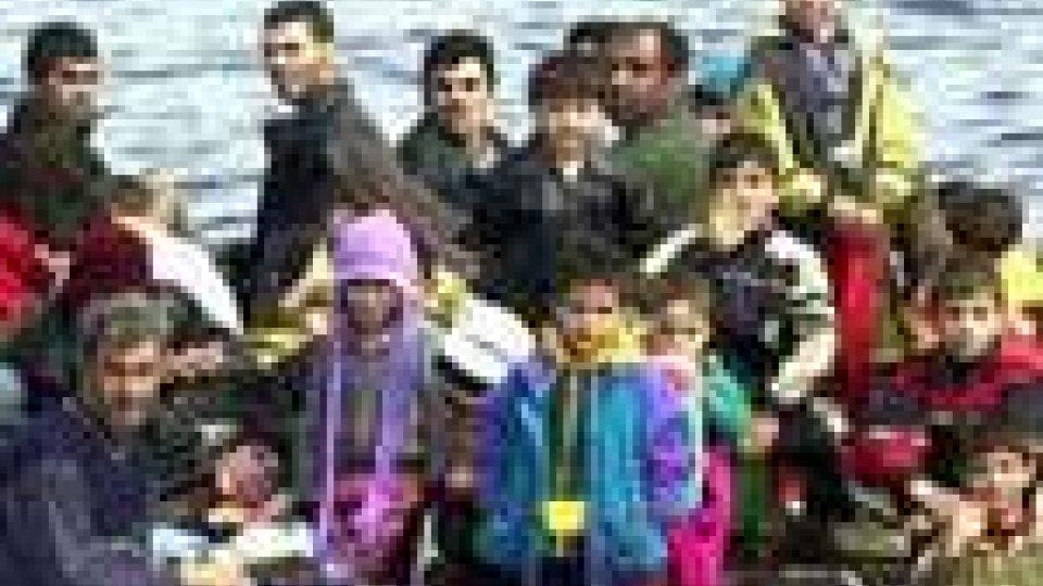 Immigrazione: a Napoli e Catania nuovo trasferimento profugh