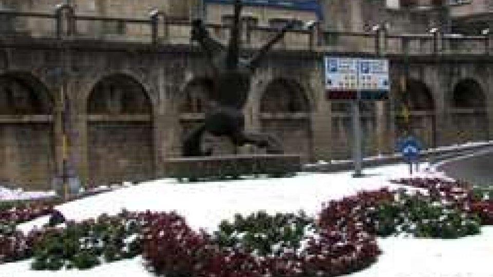 Prima neve a S.Marino dell'inverno 2015/2016La prima neve della stagione imbianca San Marino