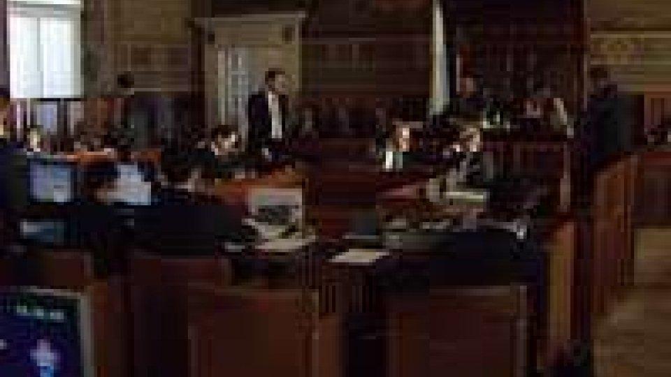 Consiglio: richiesta bipartisan di tagli agli sprechi