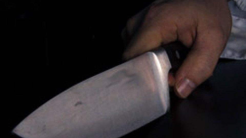 """""""Dammi il telefono e la collana oppure ti ammazzo"""". Rapinatori arrestati a Rimini"""