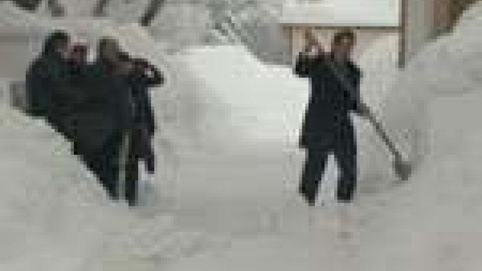 Neve: al lavoro per tornare alla normalità. Percorribili con mezzi attrezzati tutte le strade principali