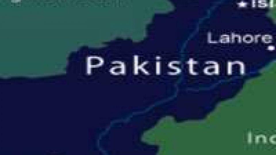 Tragedia aerea in Pakistan. Aereo si schianta al suolo: 127 morti