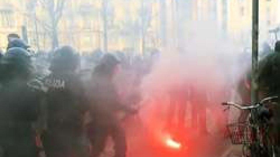 Scontri tra Polizia e manifestantiSabato di tensione: scontri a Milano tra Polizia e manifestanti antifascisti