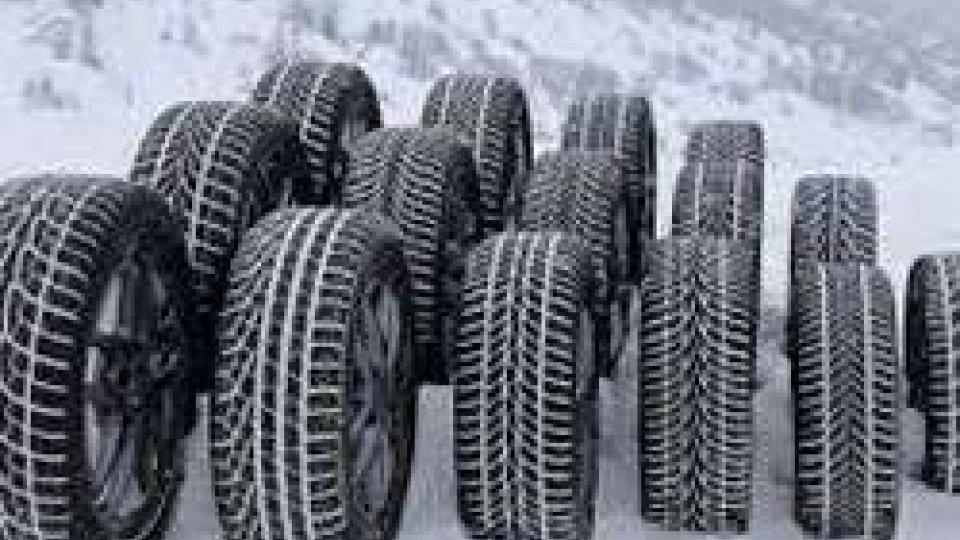 San Marino: dal 15 novembre scatta l'obbligo di pneumatici invernali o catene a bordodal 15 novembre scatta l'obbligo di pneumatici invernali o catene a bordo