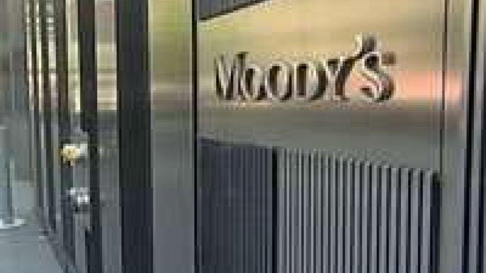 Moody's abbassa rating UE a negativo