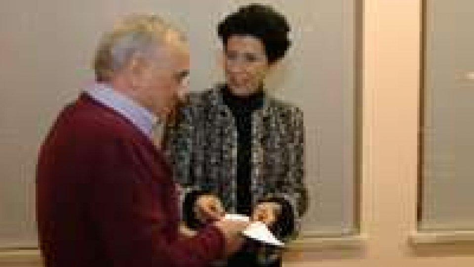 Concerto di Natale: la Presidente della Corale consegna il ricavato benefico alla Caritas