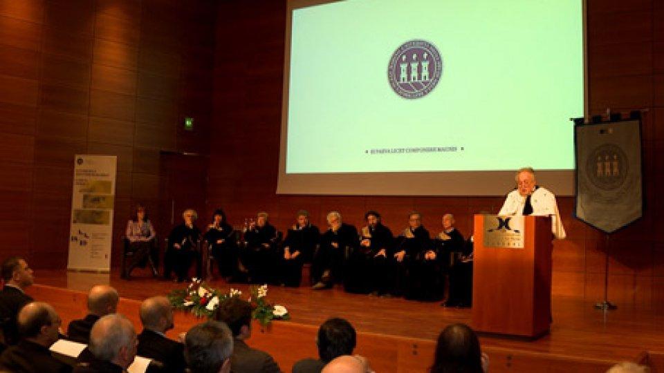 Cerimonia al KursaalUniversità: il Rettore apre l'anno accademico, festeggia i traguardi e chiede allo Stato maggiore sostegno