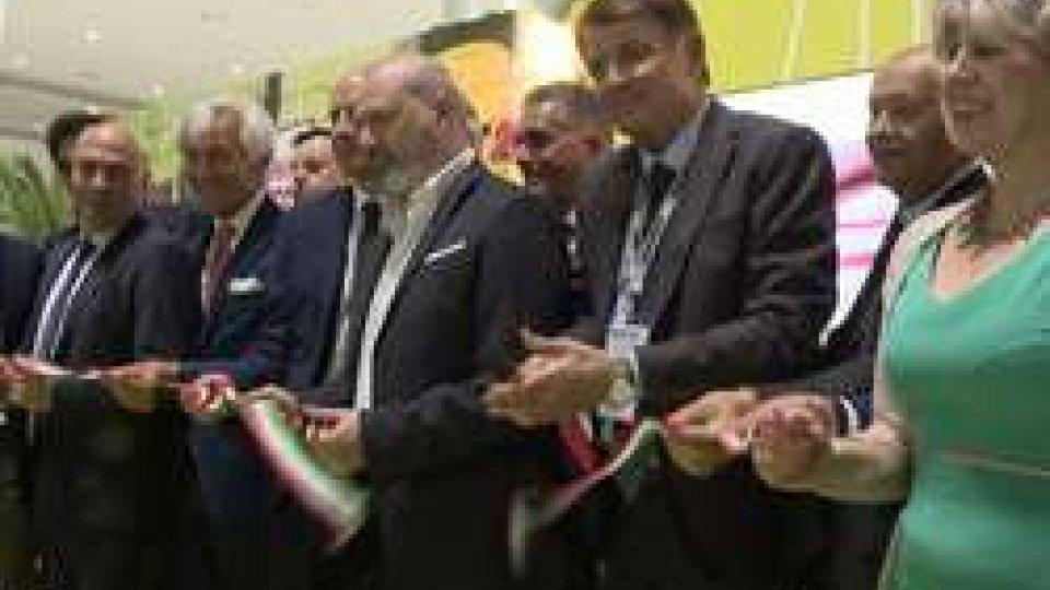 taglio del nastroTorna MacFrut a Rimini, la fiera internazionale dell'ortofrutta arrivata alla 35° edizione.