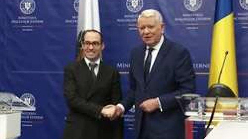Nicola Renzi e Teodor Mele?canuIl Segretario Renzi incontra in Romania il Ministro degli Esteri e quello agli Affari Europei