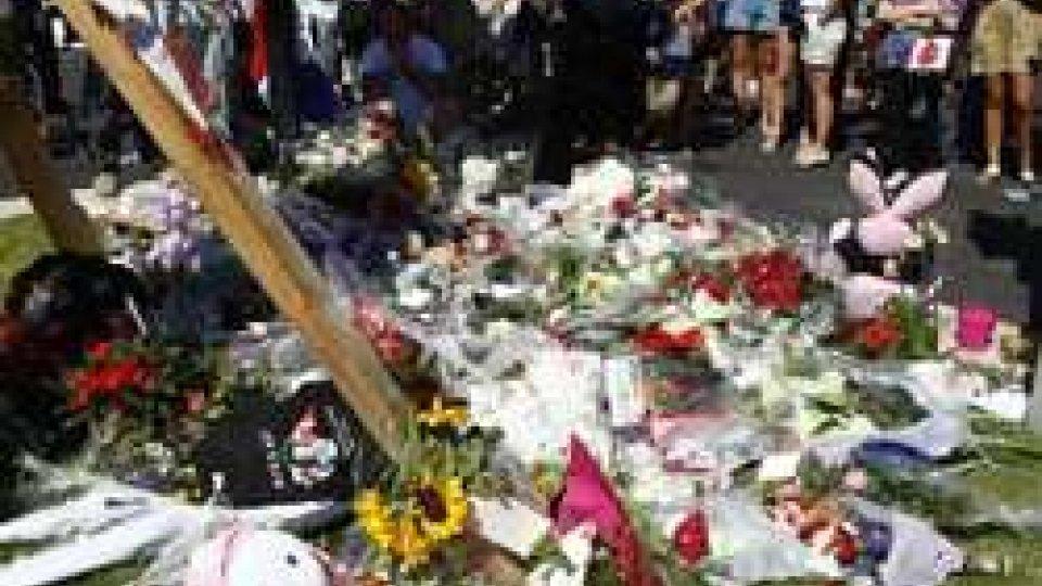 Nizza: 84 persone morte nella strage. Nuovi particolari sulla figura dell'attentatore