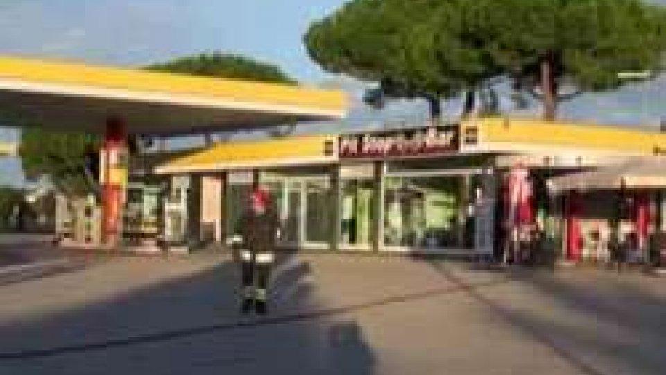 Spadarolo: fuga di gas provoca esplosione nel bar di una stazione di servizio