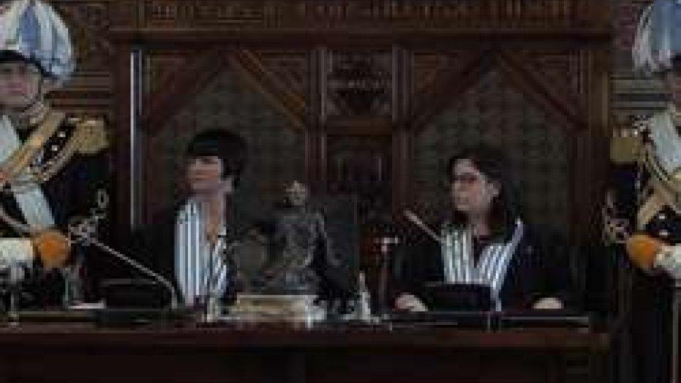 Ecc.mi Capitani Reggenti Mimma Zavoli e Vanessa D'AmbrosioI saluti della Reggenza in occasione della prima seduta del Consiglio Grande e Generale di inizio semestre