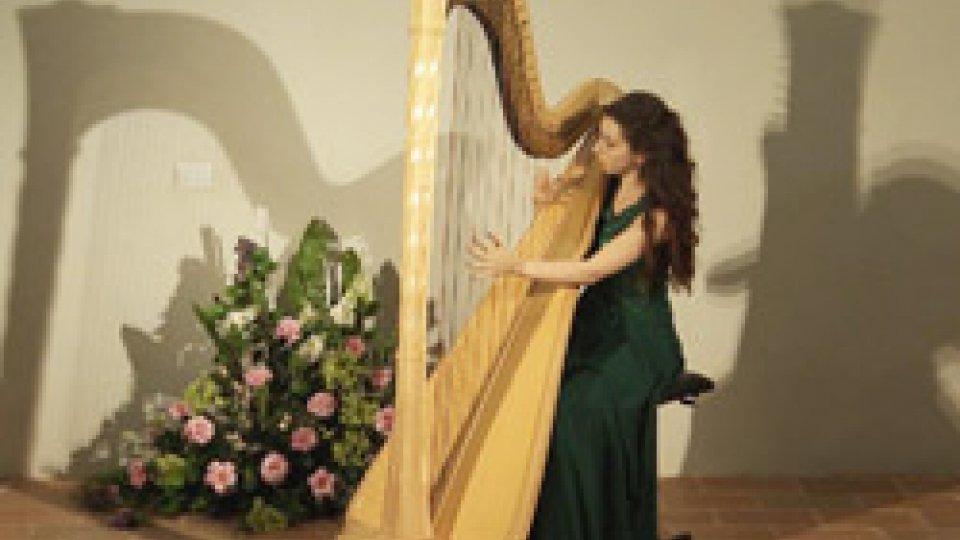 L'arpa di Agnese Contadini incanta il Salotto di Villa Manzoni