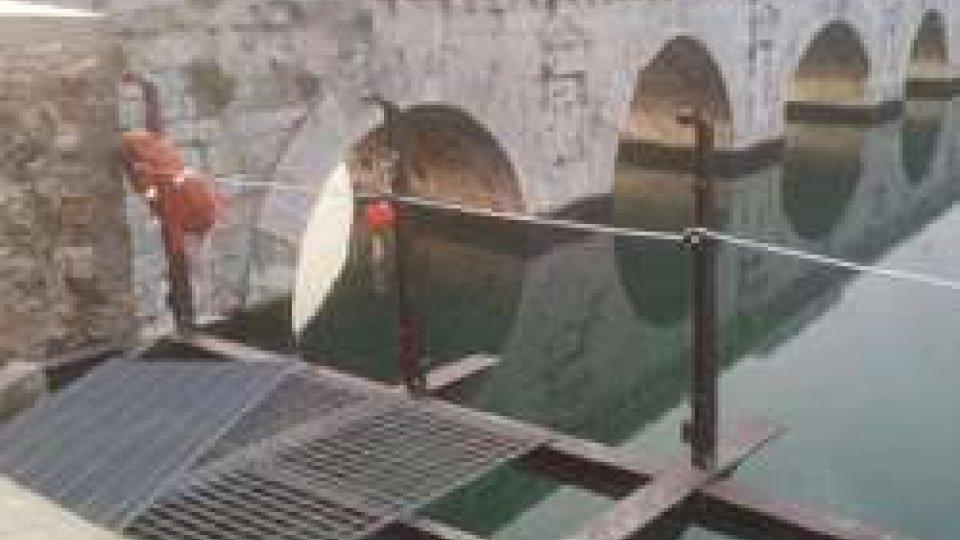 Ponte di Tiberio: in corso la posa delle travi della struttura portante della passerella galleggiante