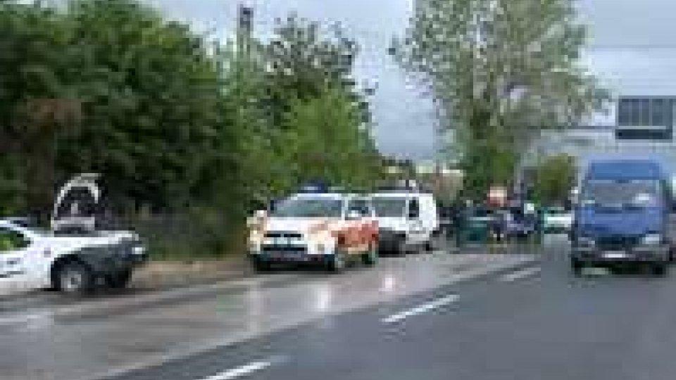 Rimini: incidente sulla Consolare, furgone Rsm scaraventa mezzo Hera fuoristrada