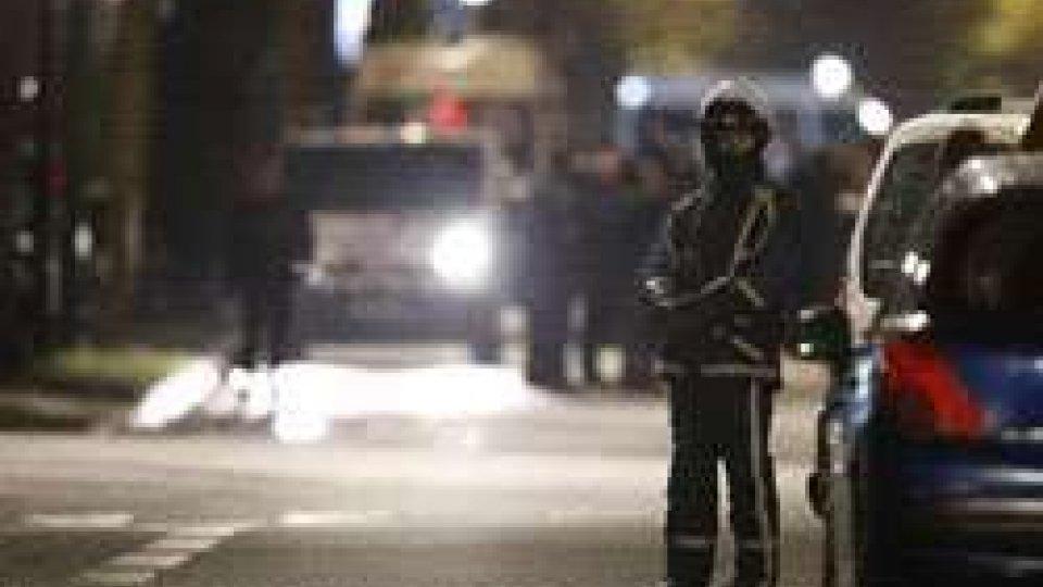 Francia, torna la psicosi terrorismo ma è tentata rapina