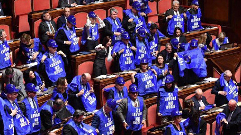 Senatori Forza ItaliaReddito di cittadinanza e quota 100, ok del Senato, ma in aula è quasi rissa