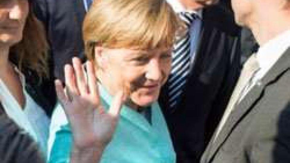 "Merkel: ""Scandalo Volkswagen non danneggerà l'industria tedesca"""