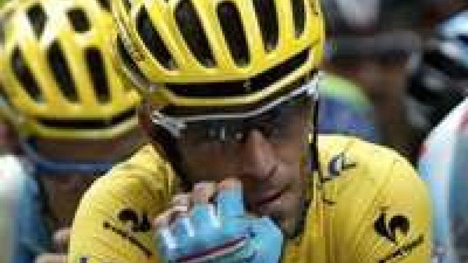 Tour: Nibali perde la maglia giallaTour: Nibali perde la maglia gialla