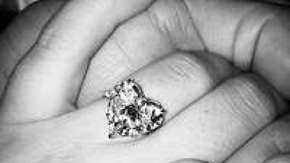 Lady Gaga dice Sì al fidanzato Taylor Kinney, presto sposi