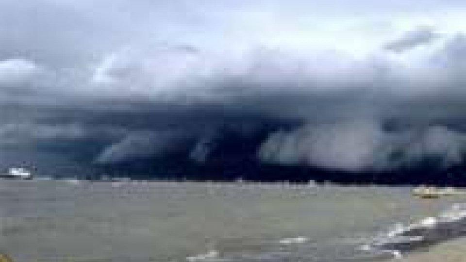 Shelf Cloud su Rimini: la spettacolare 'nube a mensola' che ha provocato danni e allagamenti