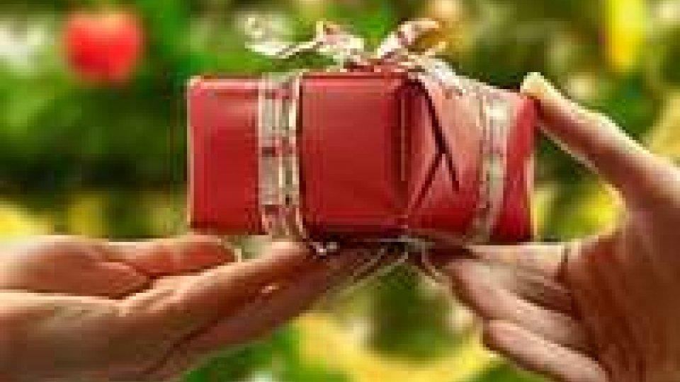 Regali: un italiano su tre ricicla quelli di Natale