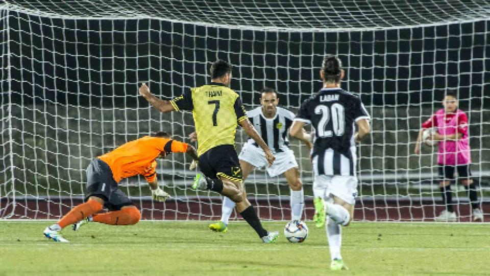 Il gol del vantaggio firmato da TrainiAlla Folgore non basta il gol di Traini contro l'AEK Larnaca
