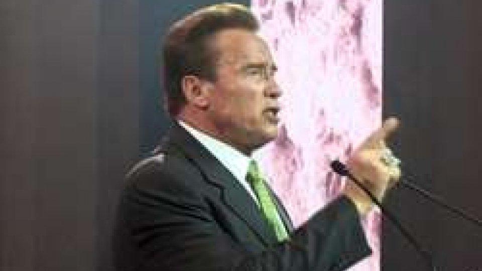 """Arnold SchwarzeneggerAustrian World Summit, Schwarzenegger si rivolge a Trump: """"Unisciti a noi"""""""