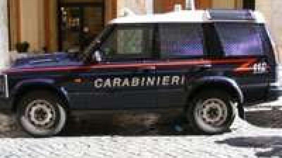 Momenti di terrore a Bellaria. Poi i carabinieri sono riusciti a entrare nell'appartamento e a bloccarlo