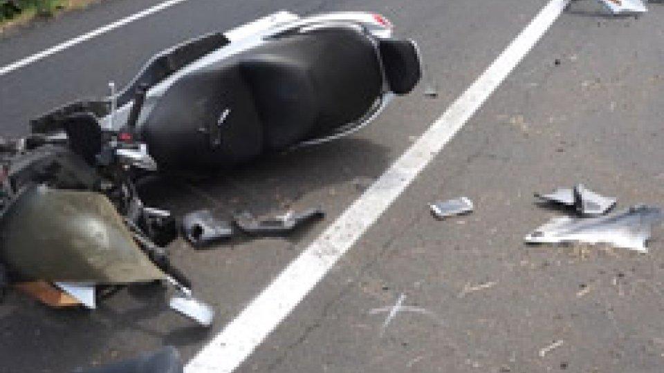 I rilievi sul luogo dell'incidenteIncidente in scooter a Santarcangelo: 57enne in condizioni critiche