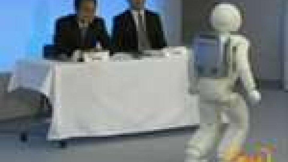 Honda presenta Asimo, il robot che aiuta le persone