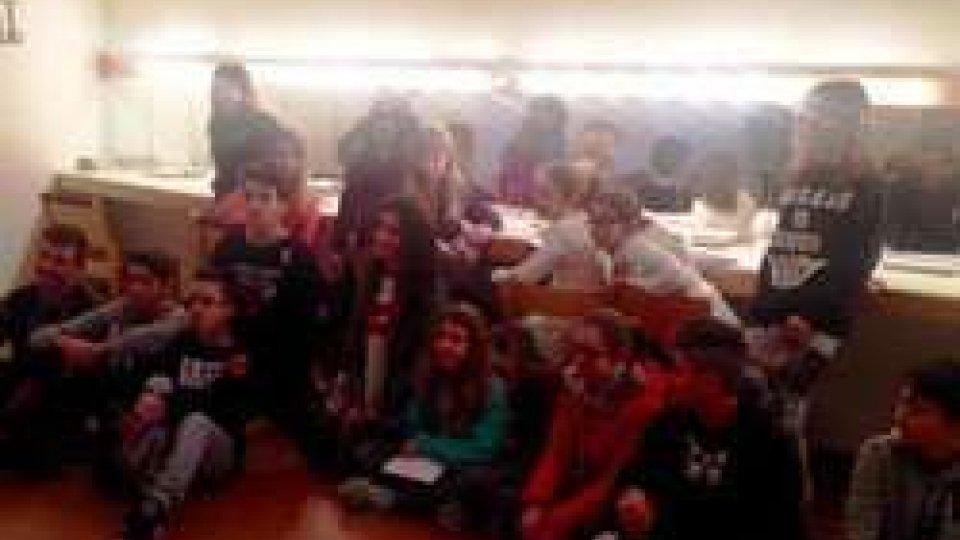 40 ragazzi delle Scuole Medie di Serravalle in una specialissima visita guidata al Teatro