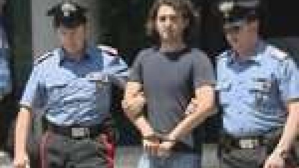 Omicidio passionale a Pesaro: un uomo ha ucciso con 20 coltellate il suo rivale in amore