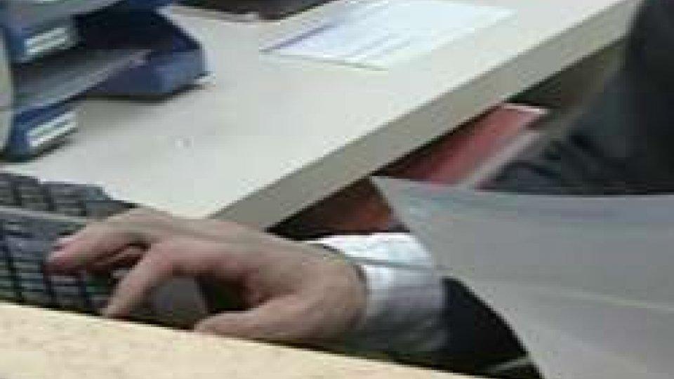 Impiegato in bancaConsiglio: ratificata la Dichiarazione sulla data di entrata in vigore degli scambi di informazione sui Conti Finanziari
