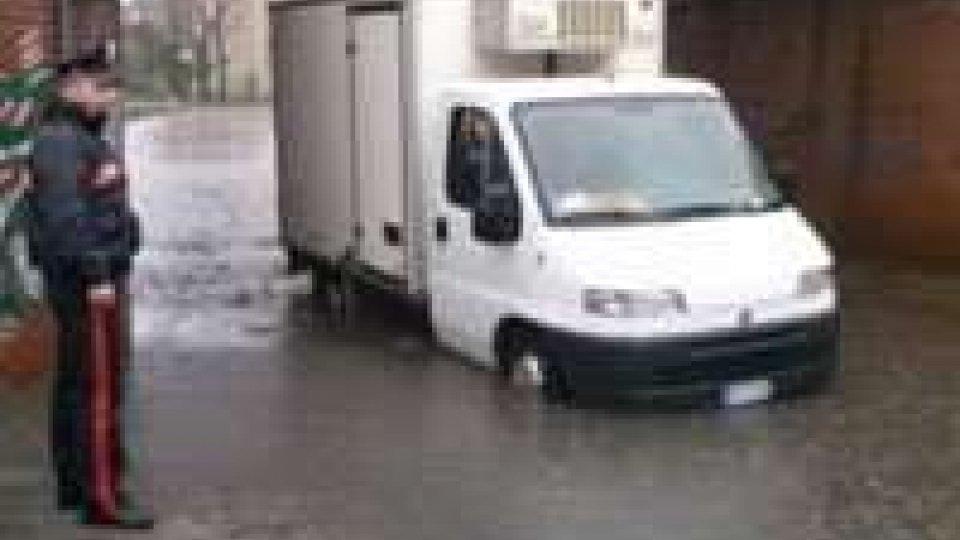 Allagamenti a Rimini: camion bloccato in sottopasso