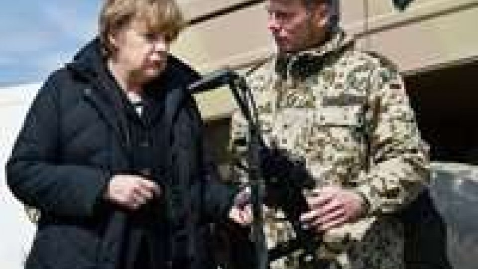 Afghanistan: Merkel visita contingente tedesco