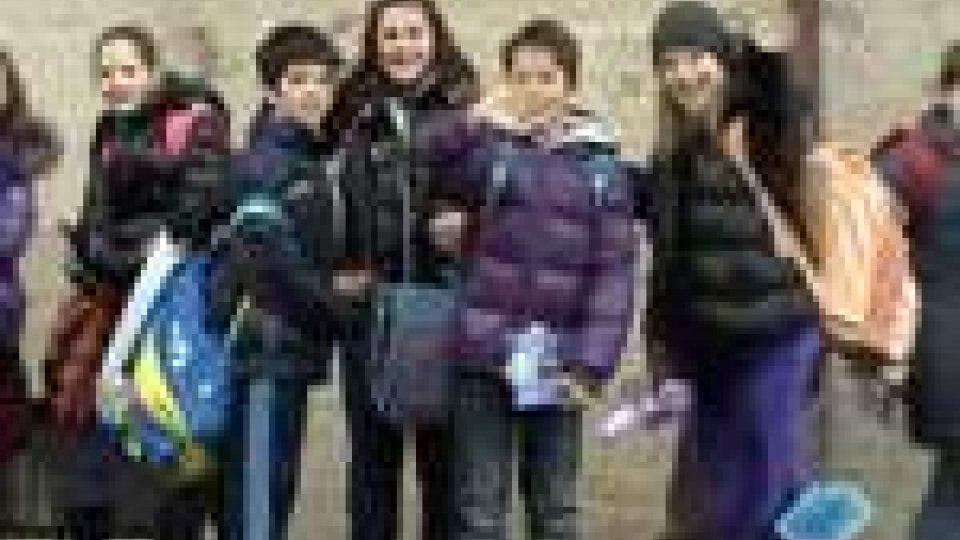 San Marino - Chiudono le scuole e i bambini festeggianoChiudono le scuole e i bambini festeggiano