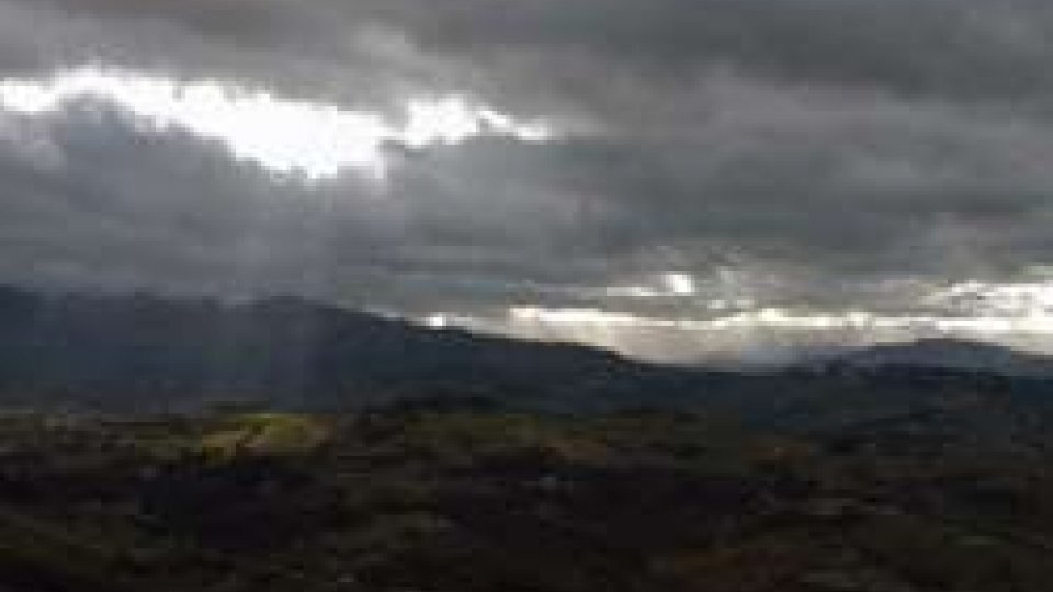 Arrivano le nubi sul  Titano